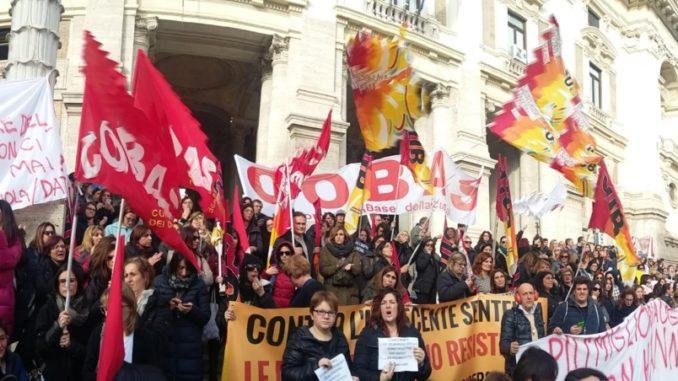 La protesta dei maestri diplomati davanti al Miur
