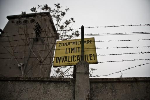 A scuola di guerra e di antisommossa: assistono i bimbi delle elementari