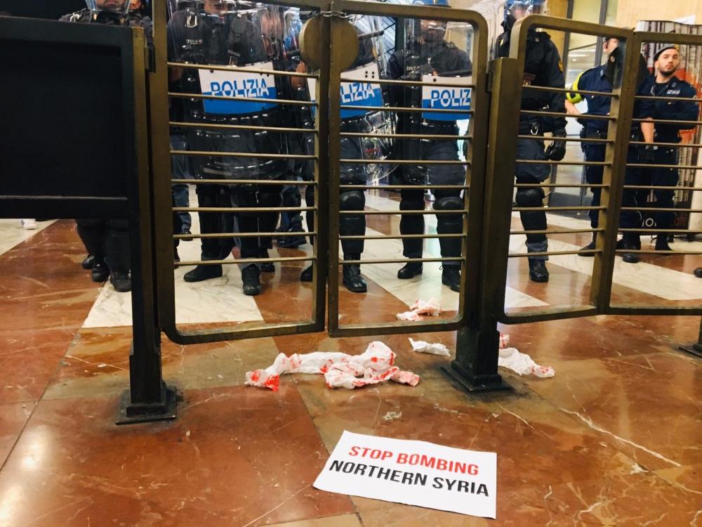 Firenze: La polizia attacca il corteo contro la guerra in Siria del Nord