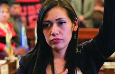 Bolivia, brutale aggressione della polizia golpista alla presidente del Senato