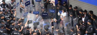 Turchia, centinaia di persone arrestate per aver criticato l'offensiva militare in Siria
