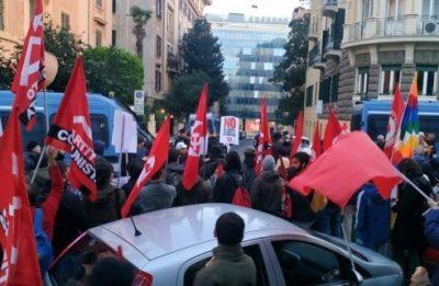 Centinaia di persone manifestano a Roma contro il golpe in Bolivia
