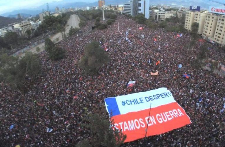 Cile, a Santiago mobilitazione spontanea di un milione di persone