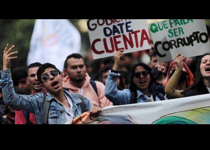 Sciopero generale in Colombia tra censura, perquisizioni e militarizzazione delle strade