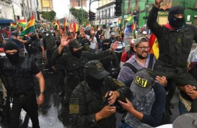 Bolivia, golpisti aggrediscono giornalisti e spengono i media statali