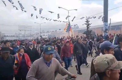 Il popolo boliviano da El Alto a La Paz scende in campo a difesa di Evo Morales