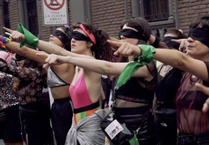 """""""Uno stupratore sulla tua strada"""". La performance femminista cilena"""