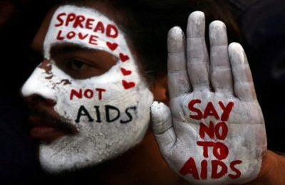 AIDS: fai il test. Essere sieropositivi oggi significa anche amare senza protezioni