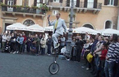 Salviamo l'arte di strada minacciata da un regolamento di Roma Capitale