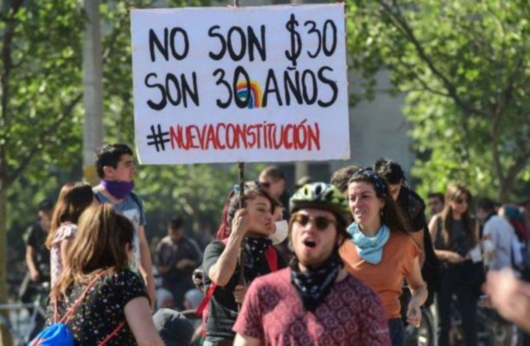 """Il Cile, da """"oasi della stabilità"""" a fallimento del neoliberismo"""