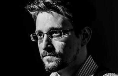 """La tortura è """"il segreto della neve"""": Edward Snowden ridicolizza il tweet festivo della CIA"""