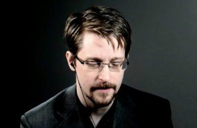 """Edward Snowden: La Guerra degli Usa contro Assange """"un altro passo"""" verso l'autoritarismo"""