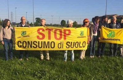 """""""Stop al consumo di suolo"""", il 5 dicembre a Roma FlashMob in Piazza del Popolo"""