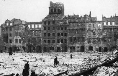 """Polonia: Proibita per legge """"l'interpretazione russa"""" della storia della II guerra mondiale"""
