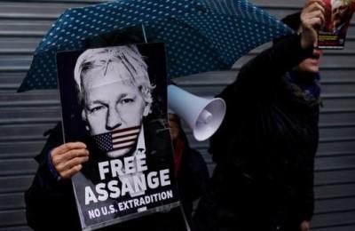 """Assange marcisce in carcere ma a scandalizzare è """"l'inaccettabile spionaggio di Pechino"""""""
