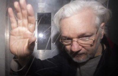 """L'avvocato di Assange, ci sono molte prove sullo spionaggio ai danni del suo assistito, anche in bagno"""""""