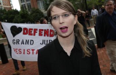 """Snowden: Chelsea Manning ha mostrato """"forza morale"""" scegliendo la prigione"""