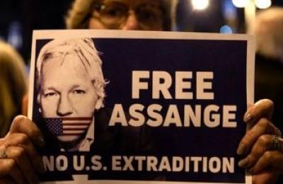 Julian Assange accusato di essere uno strumento russo per giustificare la sconfitta di Hillary Clinton contro Trump