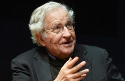 Chomsky: Trump colpevole della morte degli americani per il covid-19.