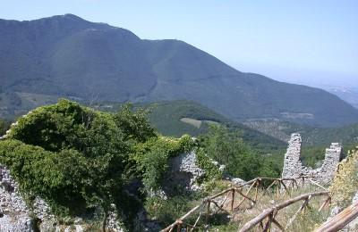 Il misterioso faro in cima al Monte Gennaro, Italia Nostra presenta esposto