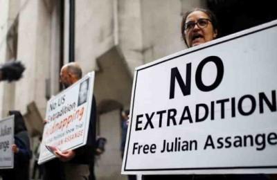 """Snowden: """"Perché con la condanna di Assange tutti i media subiranno la stessa sorte"""""""
