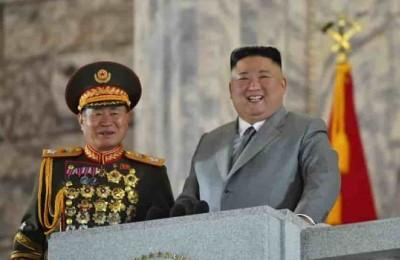 Kim Jong-Un ringrazia l'esercito per aver bloccato la diffusione del Covid